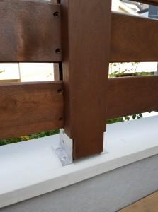 ルーフバルコニーの木製手すり